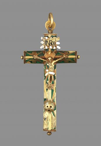 Crucifix in gold with polychrome enamels. Country: Iberian Peninsula Dimensions: Height: 7.8 x Width: 3.9 cm Weight: 11.4 g