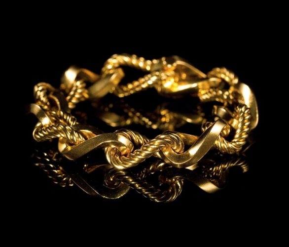 A Fancy curb link bracelet in 18 carat yellow gold, made by Boucheron, Paris. Circa 1960s. Measures: 7.75
