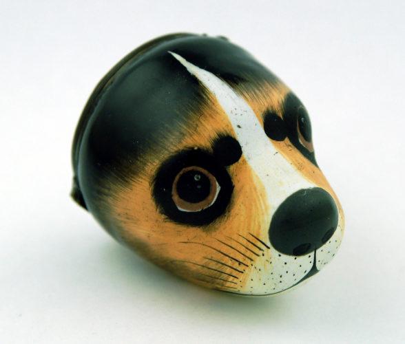 Enamel beagle's head bonbonniere C1770