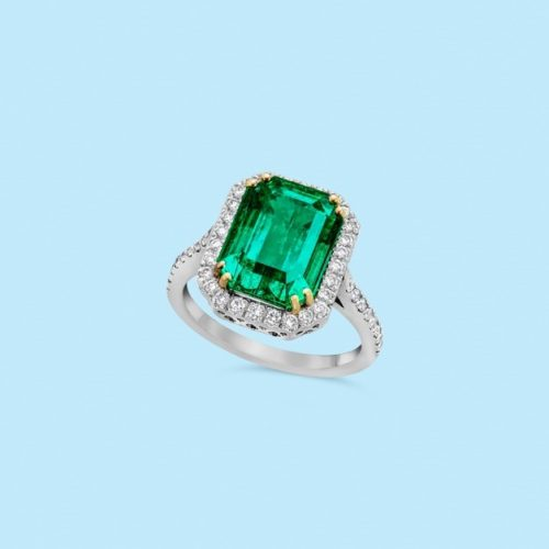 A superb emerald ring mounted in platinum.