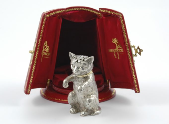 Victorian novelty parcel silver gilt cat pepper marked for London 1875 by Robert Hennell in a later presentation box by N. Bloom & Son.