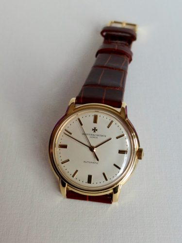 Vintage Vacheron Constantin in solid 18 k gold case with screw down back. Automatic movement with centre seconds. Dated 1961