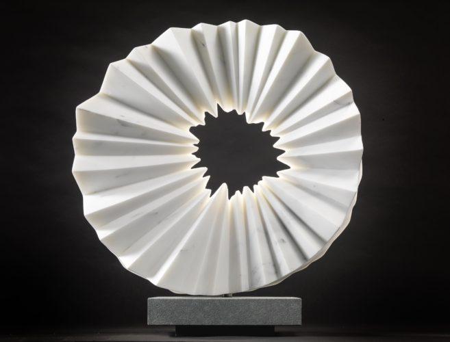 Lichtblick, 2018 by Almuth Tebbenhoff (Italian Marble), 45 x 45 x 18 cm